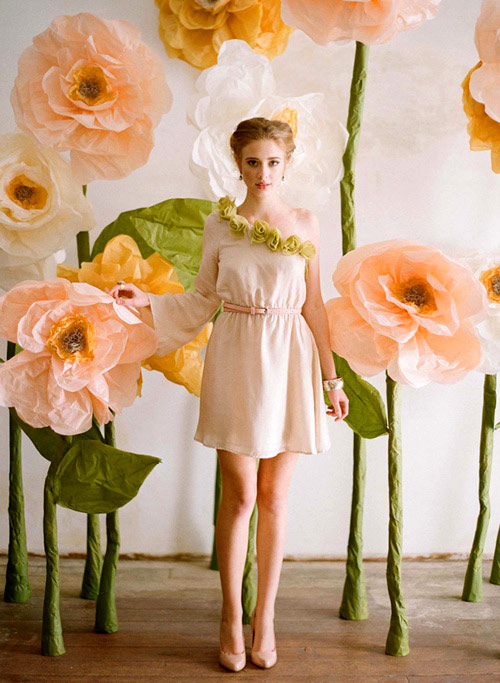 DIY giant paper flowers by Design Sponge