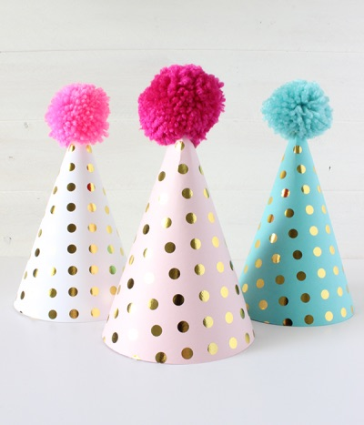 DIY party hats for your New Year party photo booth