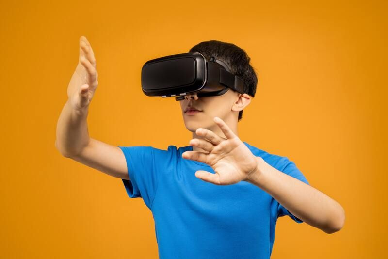 Men in blue crew neck T-shirt wearing a VR headset