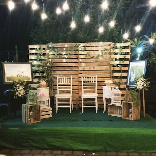 Wooden pallet backdrop for photo booth