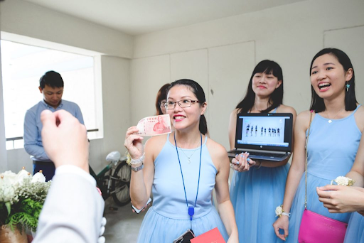Bride hosting games for the groom and groomsmen entertaining event wedding photography photograph
